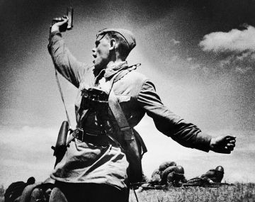 Soviet officer leading his soldiers to the assault in Ukraine in 1942 just before getting killed. (wikimedia commons)