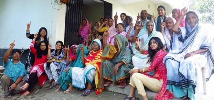Photo taken with the birangonas during the trip to Sirajgonj.