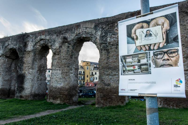 """Panels of the photographic exhibition in Tor Pignattara. Now the panels have been cleaned by the authors of the pictures who, while doing it, received the support and cheering of the passers by and the shopkeepers."" Photo: Luisa Fabriziani"